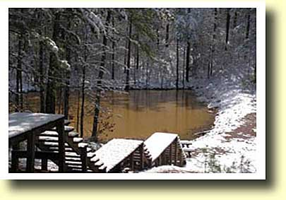 Broken Bow cabin Spokane fishing pond covered in snow